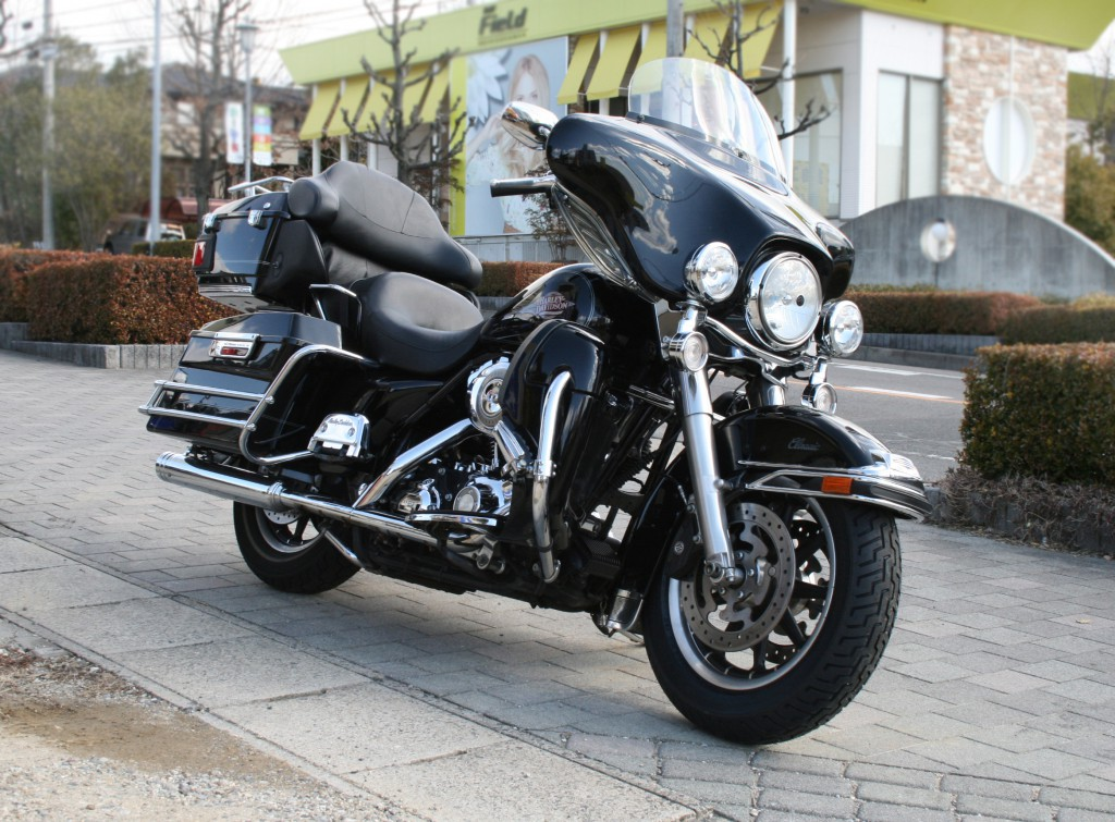 harley-davidson_FLHTC_right